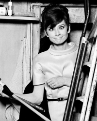 Одри Хепберн на съемках фильма «Как украсть миллион», 1966 год