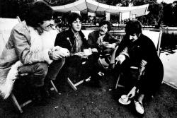 The Beatles пьют чай, 1967 год