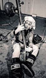 Пол Маккартни играет на ситаре, 1972 год