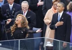 Радостные, грустные и скандальные фотографии звезд в 2013 году