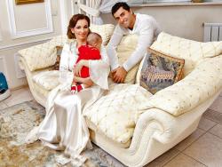Анфиса Чехова и ее семья в фотосессии для журнала 7 дней