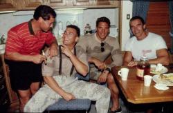 """Франко Коломбо, Жан-Клод Ван Дамм, Ральф Меллер и Арнольд Шварценеггер на съемках фильма """"Универсальный солдат"""", 1991 год"""