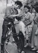 Элвис Пресли раздает автографы, Германия, 1959 год