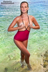 Анна Вьялицына в журнале Sports Illustrated Swimsuit