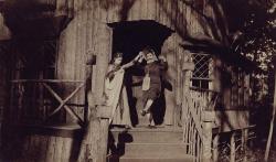 Марк Твен, одетый в женское платье, и его дочь Сюзи Клеменс в Onteora Park, 1890 год