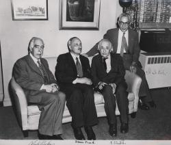 Нильс Бор, Джеймс Франк, Альберт Эйнштейн и Исидор Айзек Раби в Принстоне, 1954 год